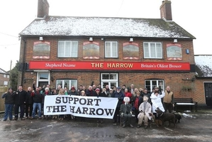 Pub campaigners win top award